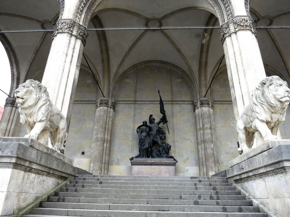 Павильон полководцев Фельдхеррнхалле в Мюнхене (Германия)