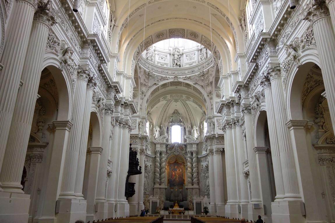 Собор Театинекирхе в Мюнхене (Германия)