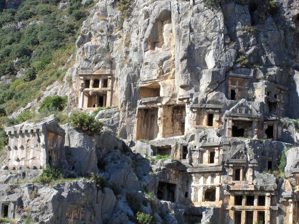 Наскальные захоронения (Турция)