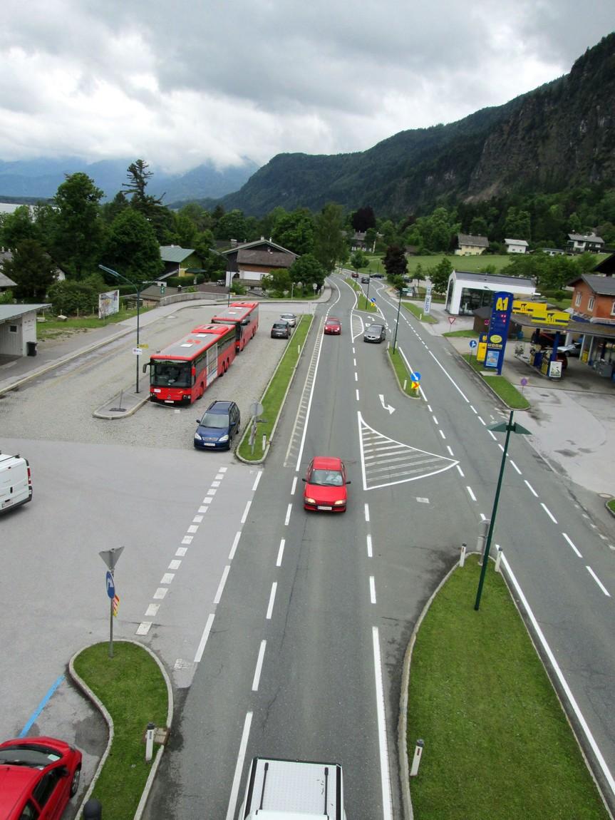 Вид на дорогу с канатки Австрия