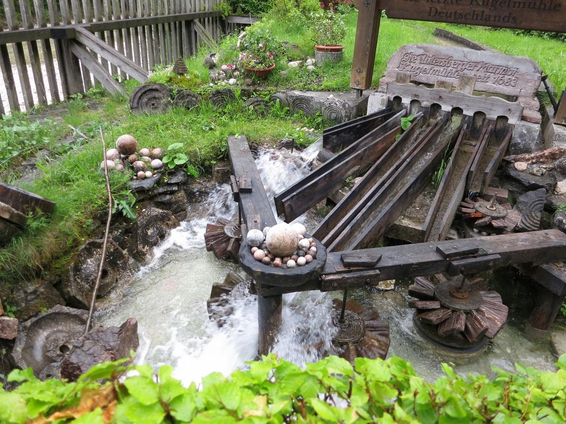 Водяная мельница, которая водой шлифует камни в шары! (Австрия)
