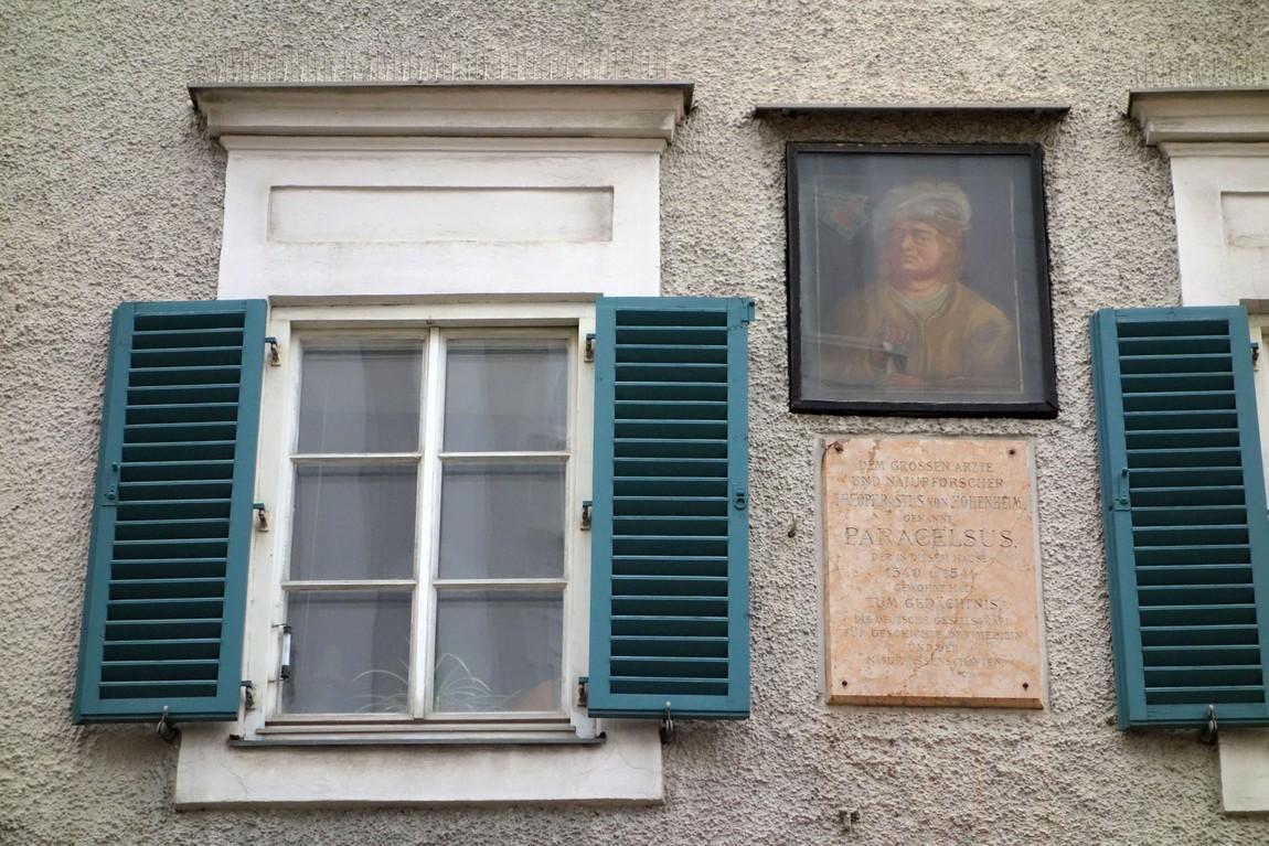 Дом Парацельса в Зальцбурге. Мемориальная табличка