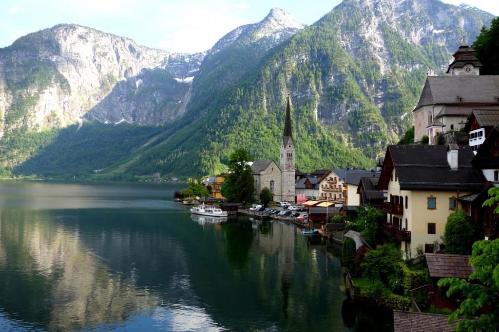 Озеро Гальштатт находится в Австрии.
