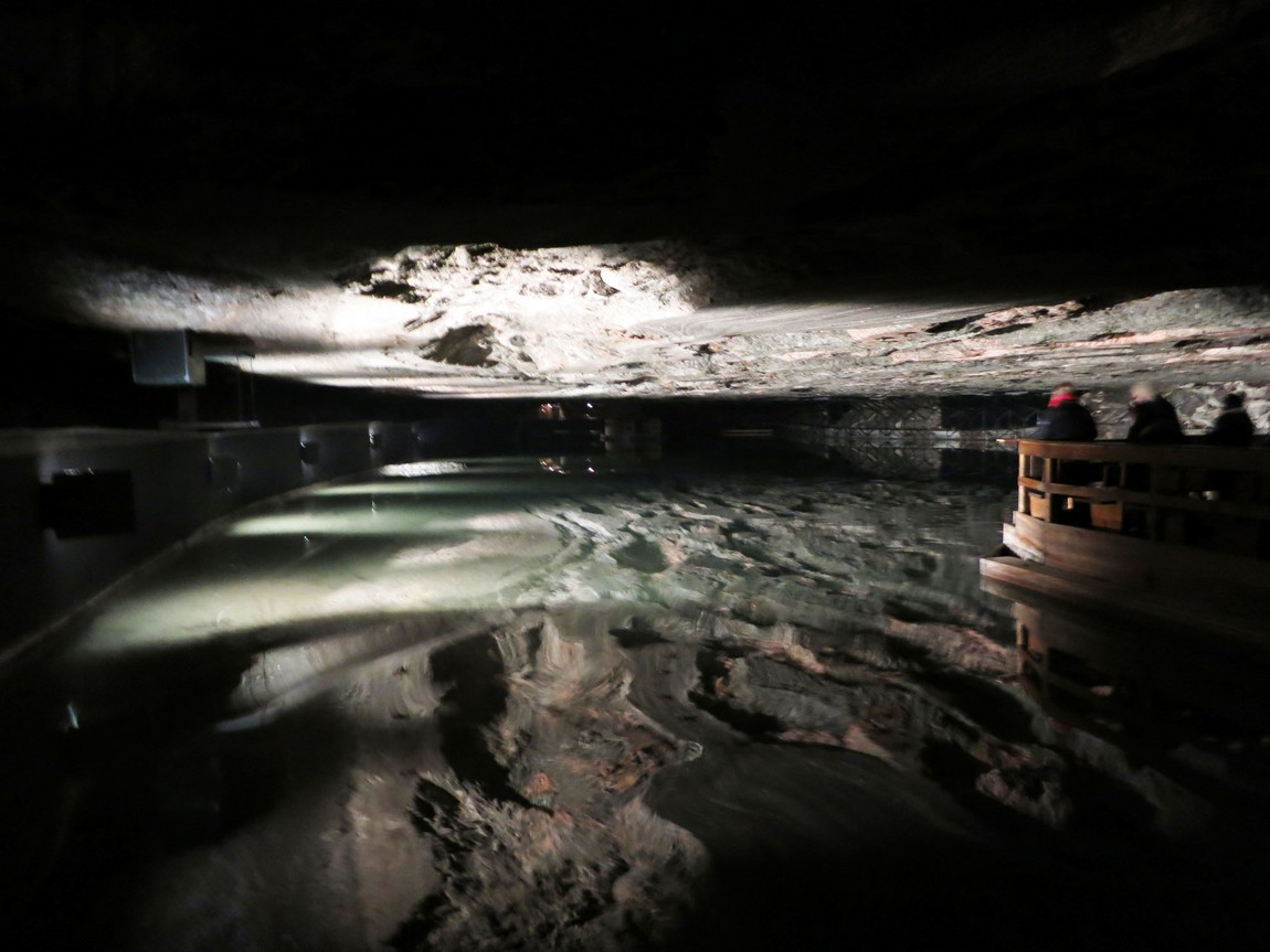Соляное озеро в шахте Зальцбергверк в Берхтесгаден (Германия).