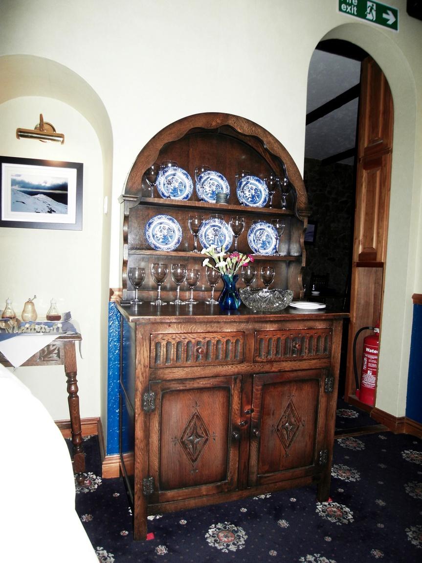 Старинный комод. Англия