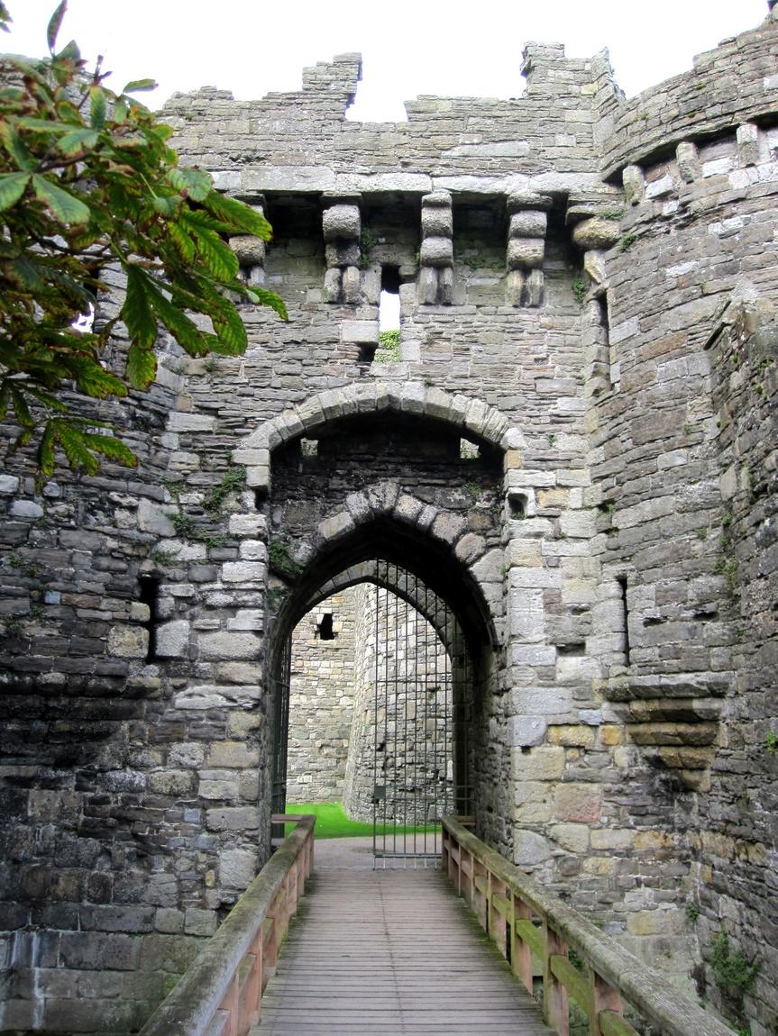 Замок Бомарис (Beaumaris Castle)