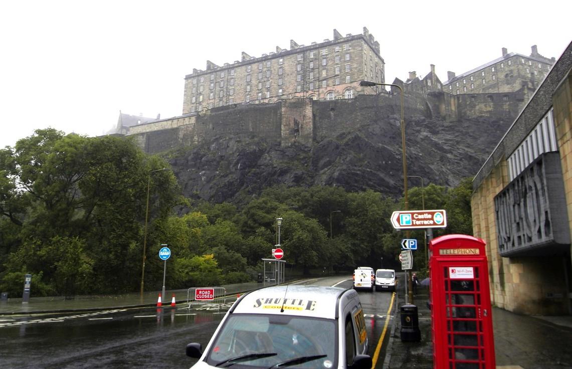 Эдинбург и замок на горе