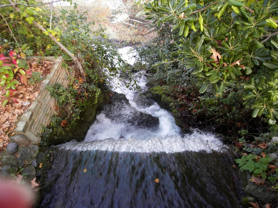 Водопад Каранос. составляет 24 метра (Греция)