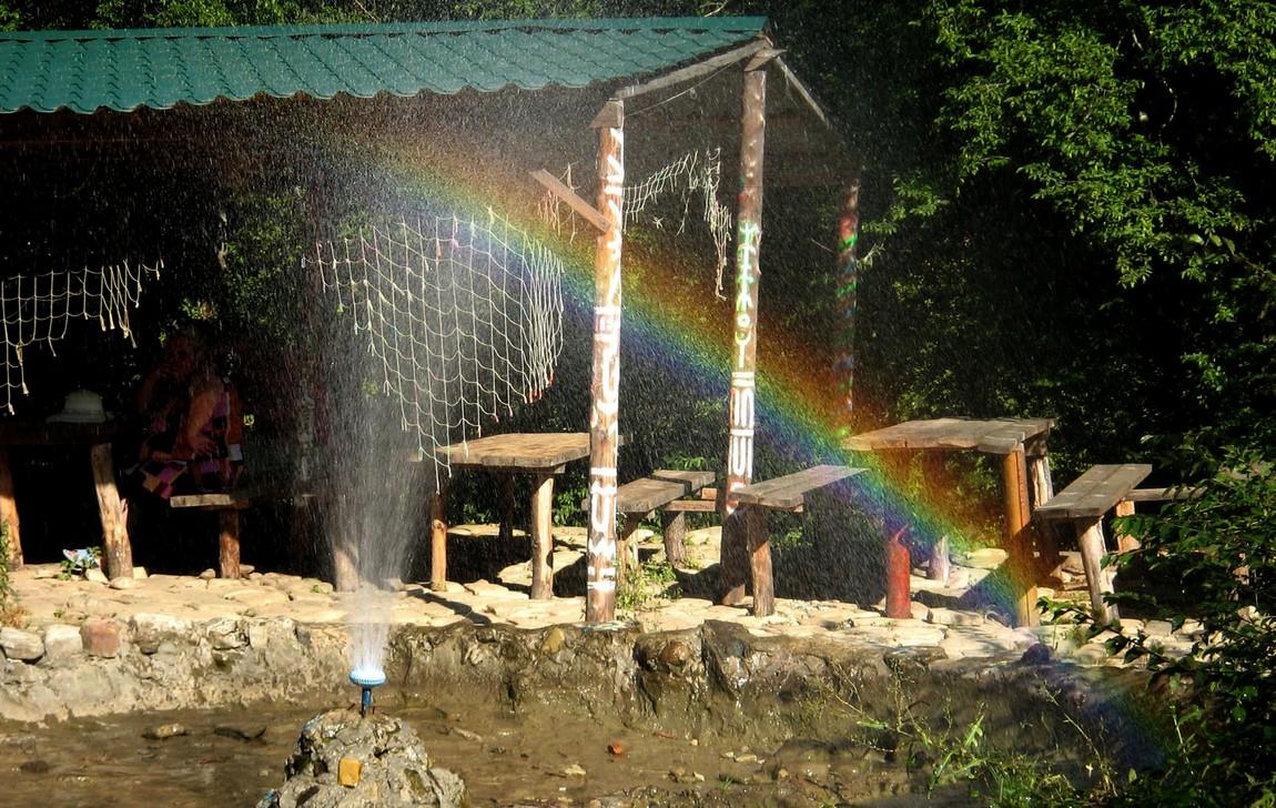 Радуга в фонтане (Анапа)