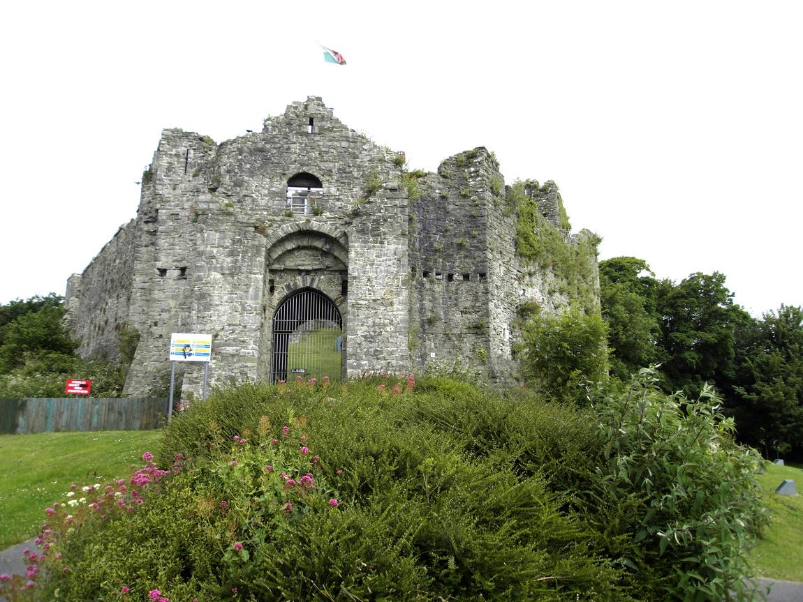 Замок в Суонси - Замок Ойстермаут Уэльс