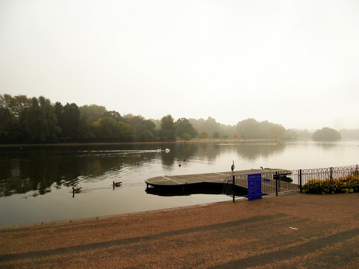 Озеро Серпентайн в Лондоне