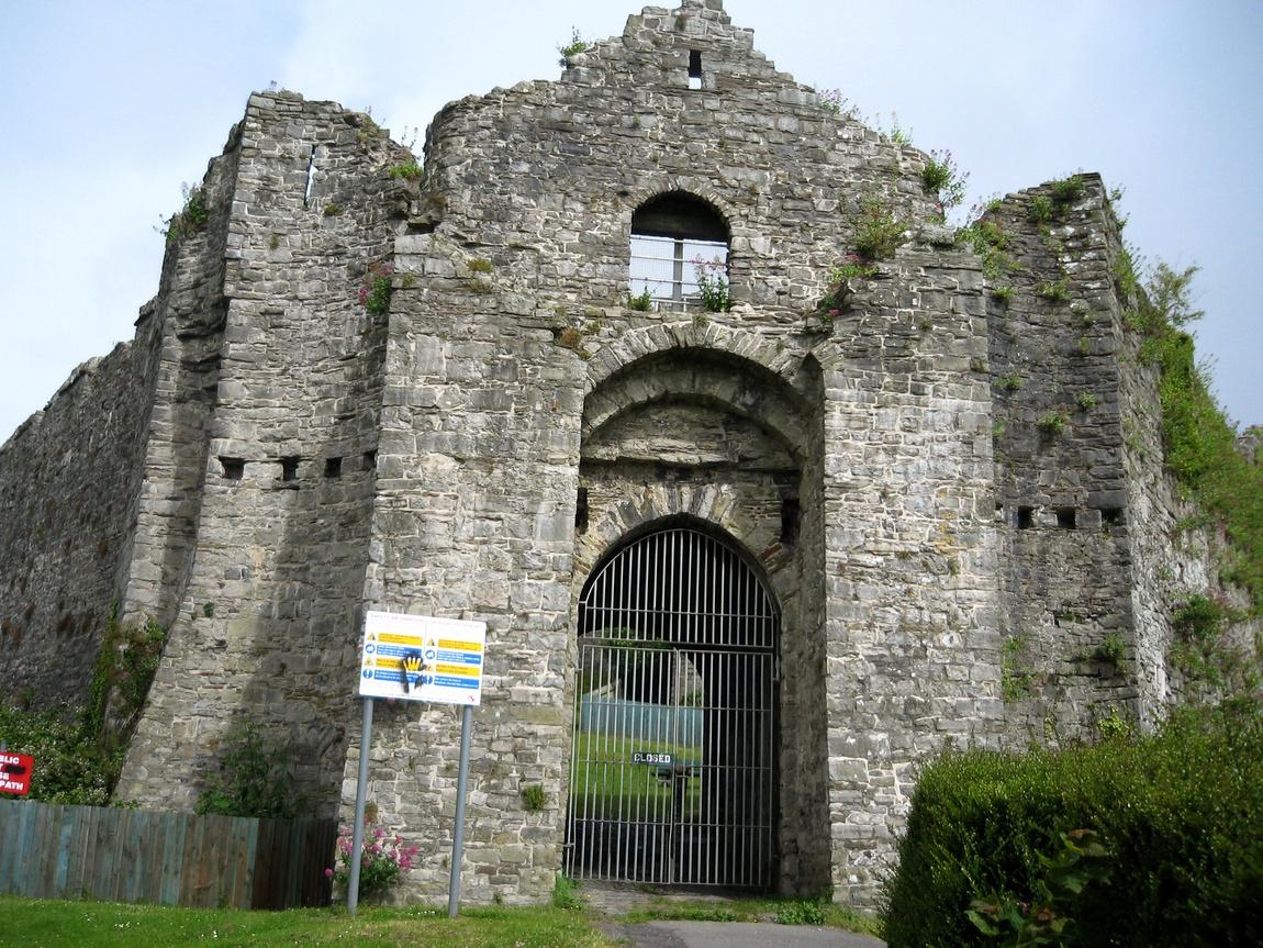Замок Ойстермаут Уэльс