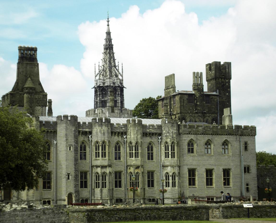 Замок Кардифф (Шотландия)