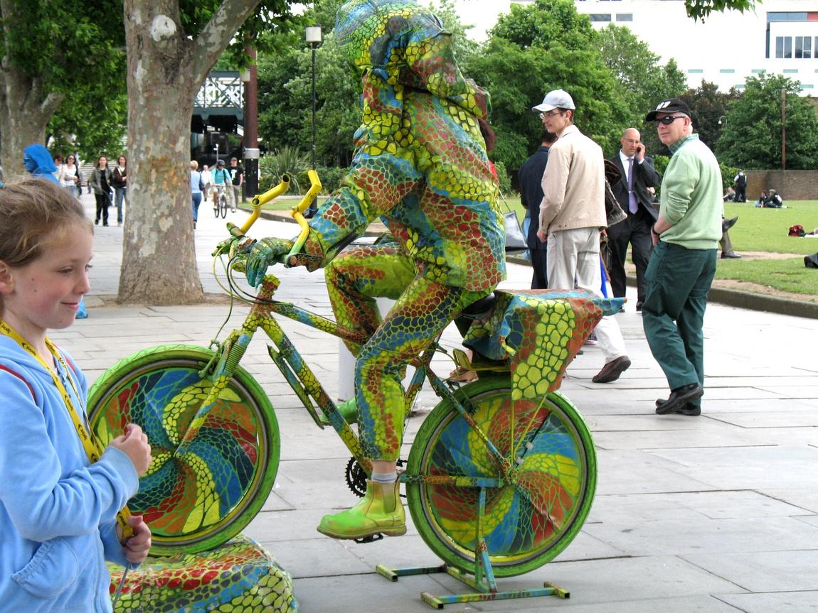 Клоун - на улицах Лондона