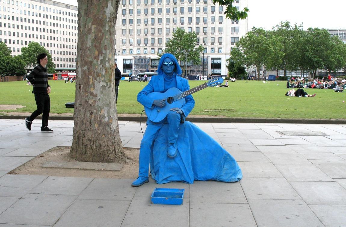 Человек на улицах Лондона