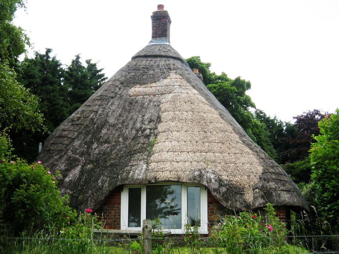 Домики с соломенной крышей в Англии