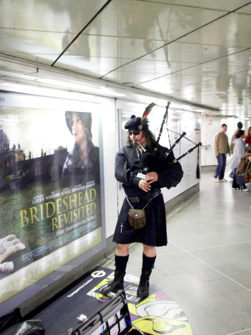 Шотландец в метро Лондона
