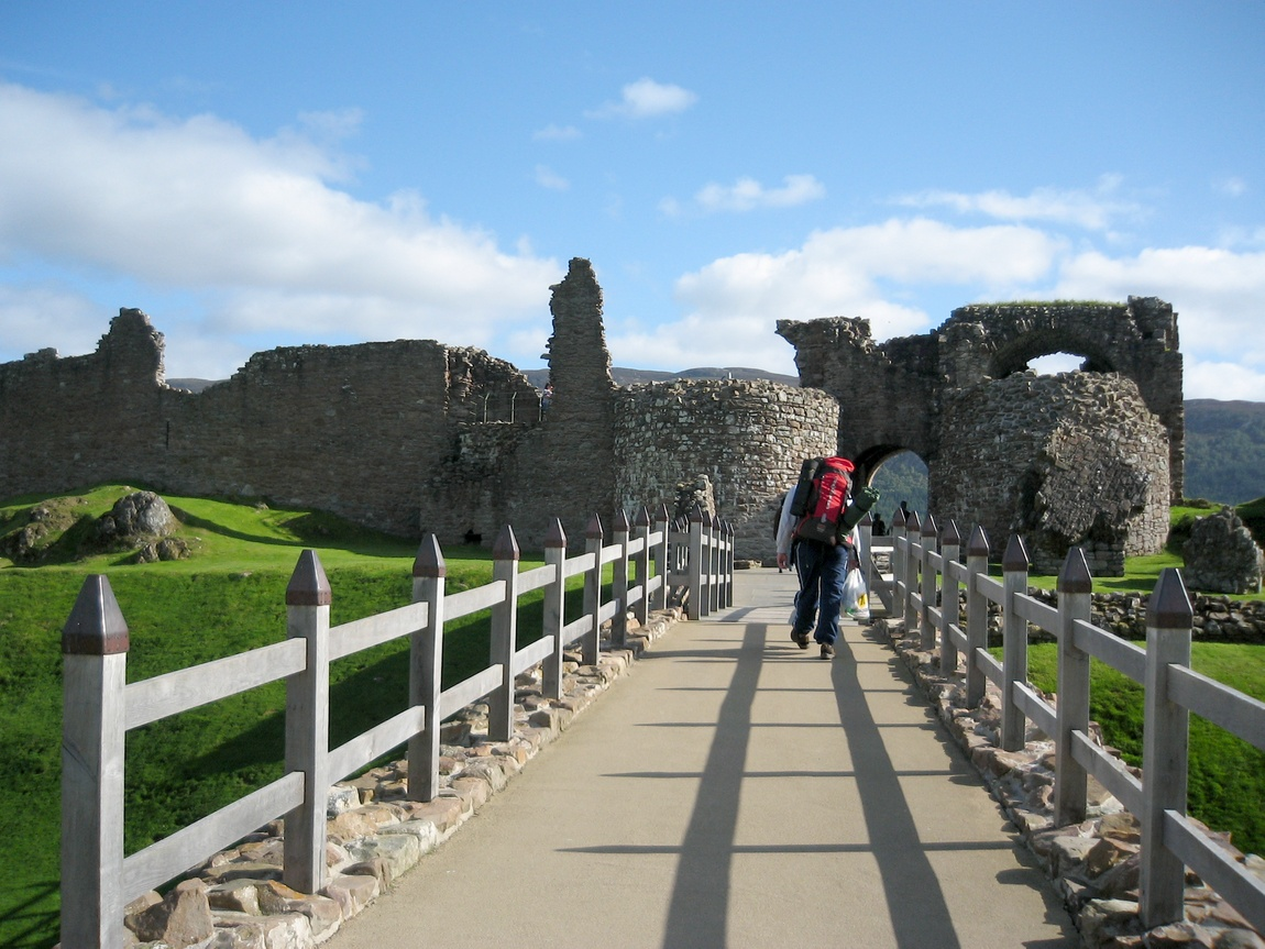 Мост к замку Уарк-Харт (Шотландия)
