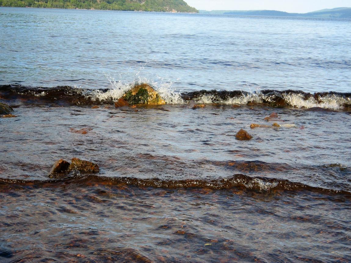 Волны озера Лох-Несс