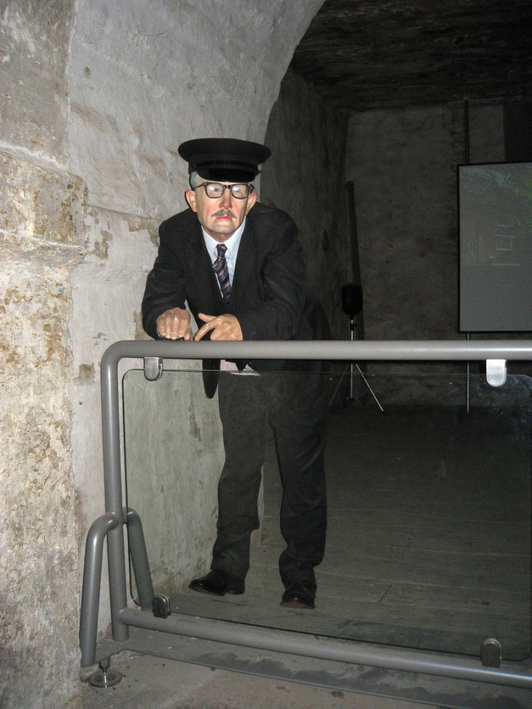 Фигура охранника в Оксфордской тюрьме (Оксфорд).