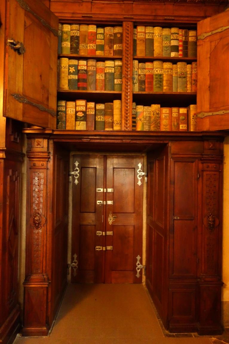 Старинная библиотека в Пражском Граде Чехии