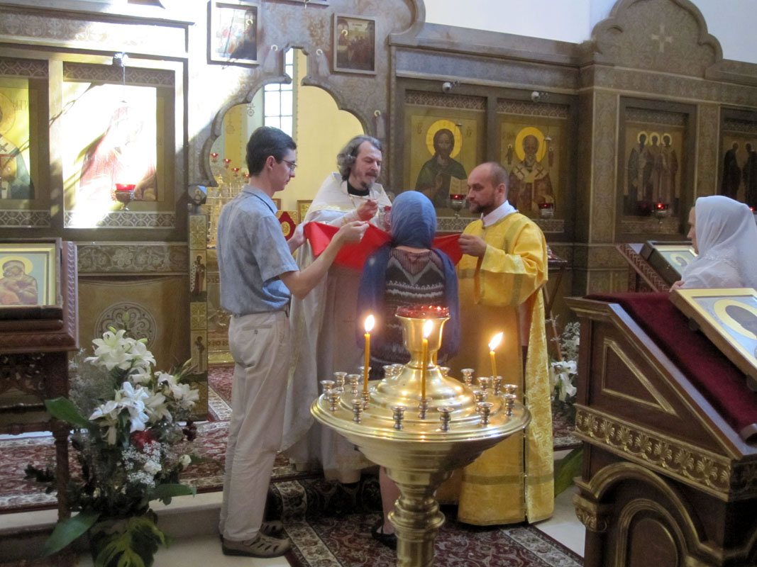 Бари - после литургии, начинается причастие