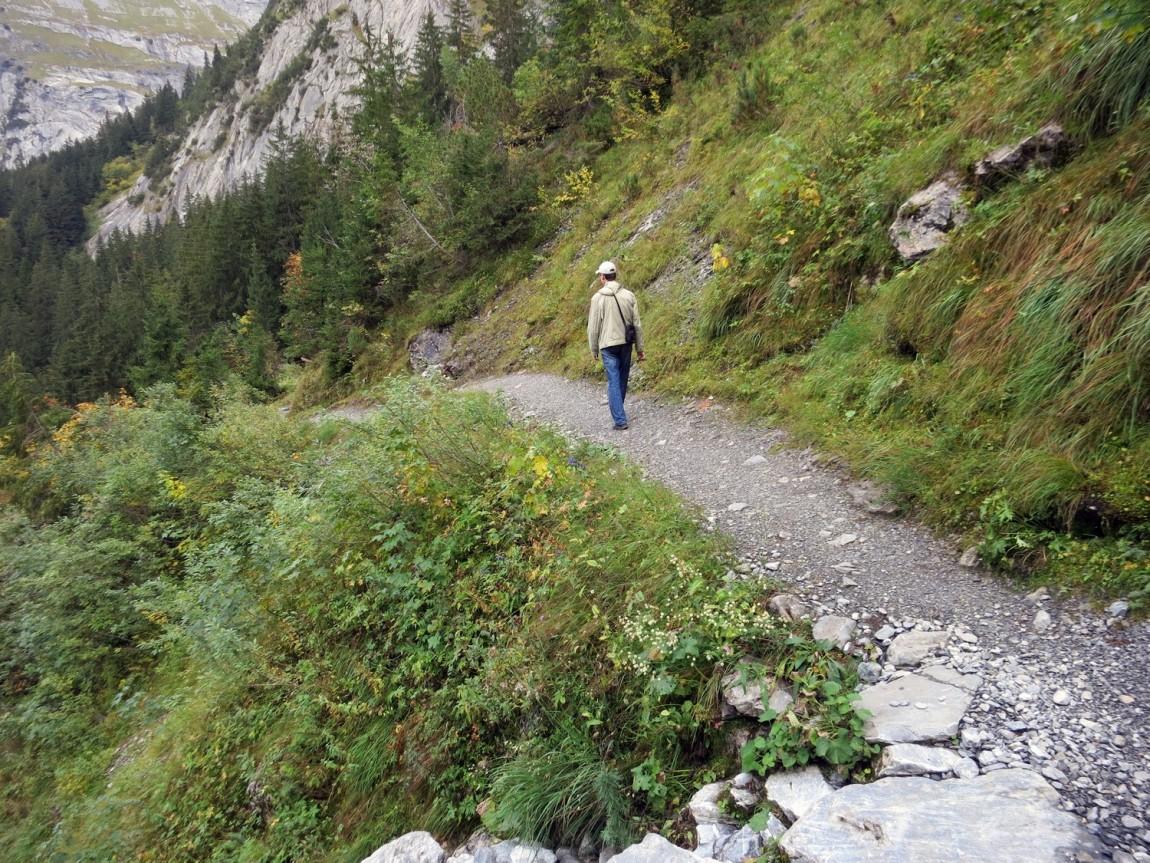 Пешая тропа в горах Швейцарии