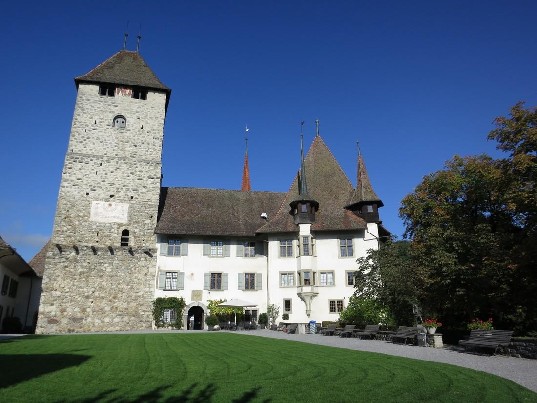 Замок Шпиц (Spiez)
