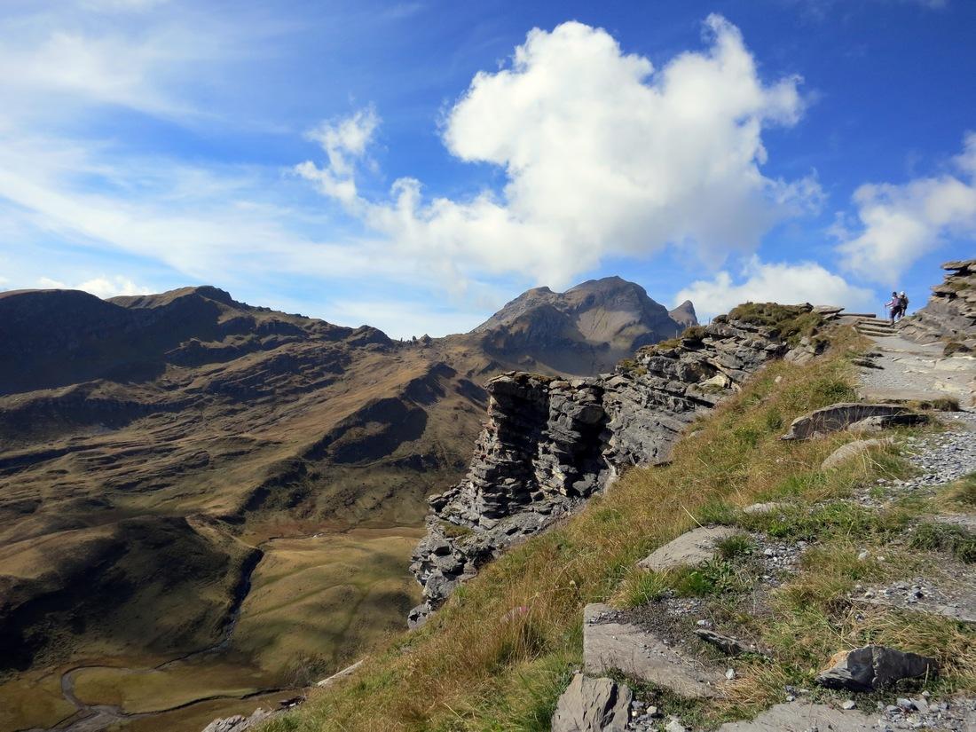 Высота горы First 2168 м., и находится на склоне долины Lütschental