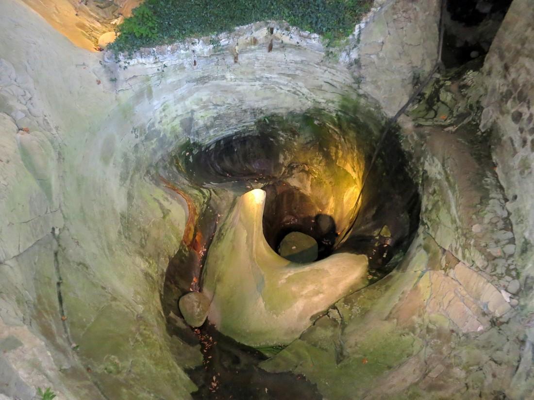 Ледниковый котёл 9,5 метров в глубину, и диаметром 8 м
