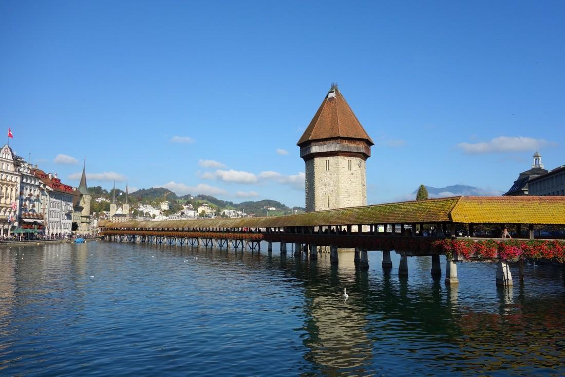 Древний деревянный мостик (Kapellbrucke) в Люцерне