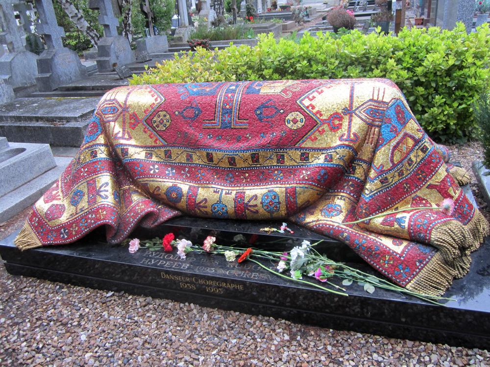 Могила на кладбище (Франция)