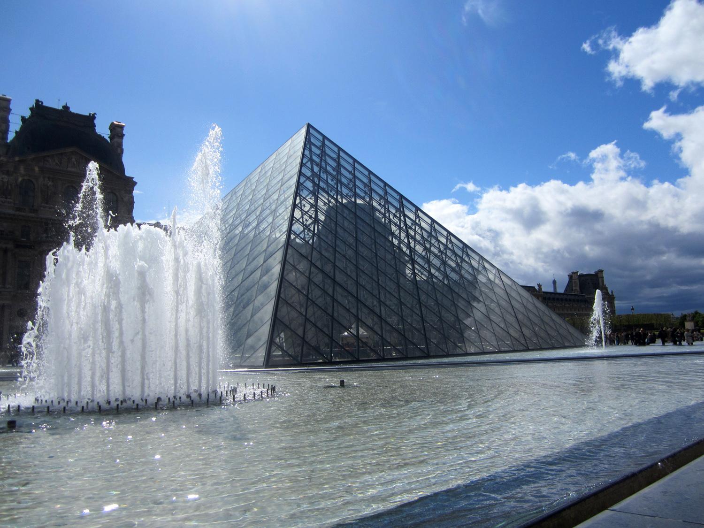 Музей Лувр в Париже (Франция)