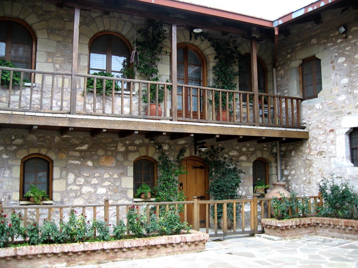 Внутренний дворик монастыря в Метеорах
