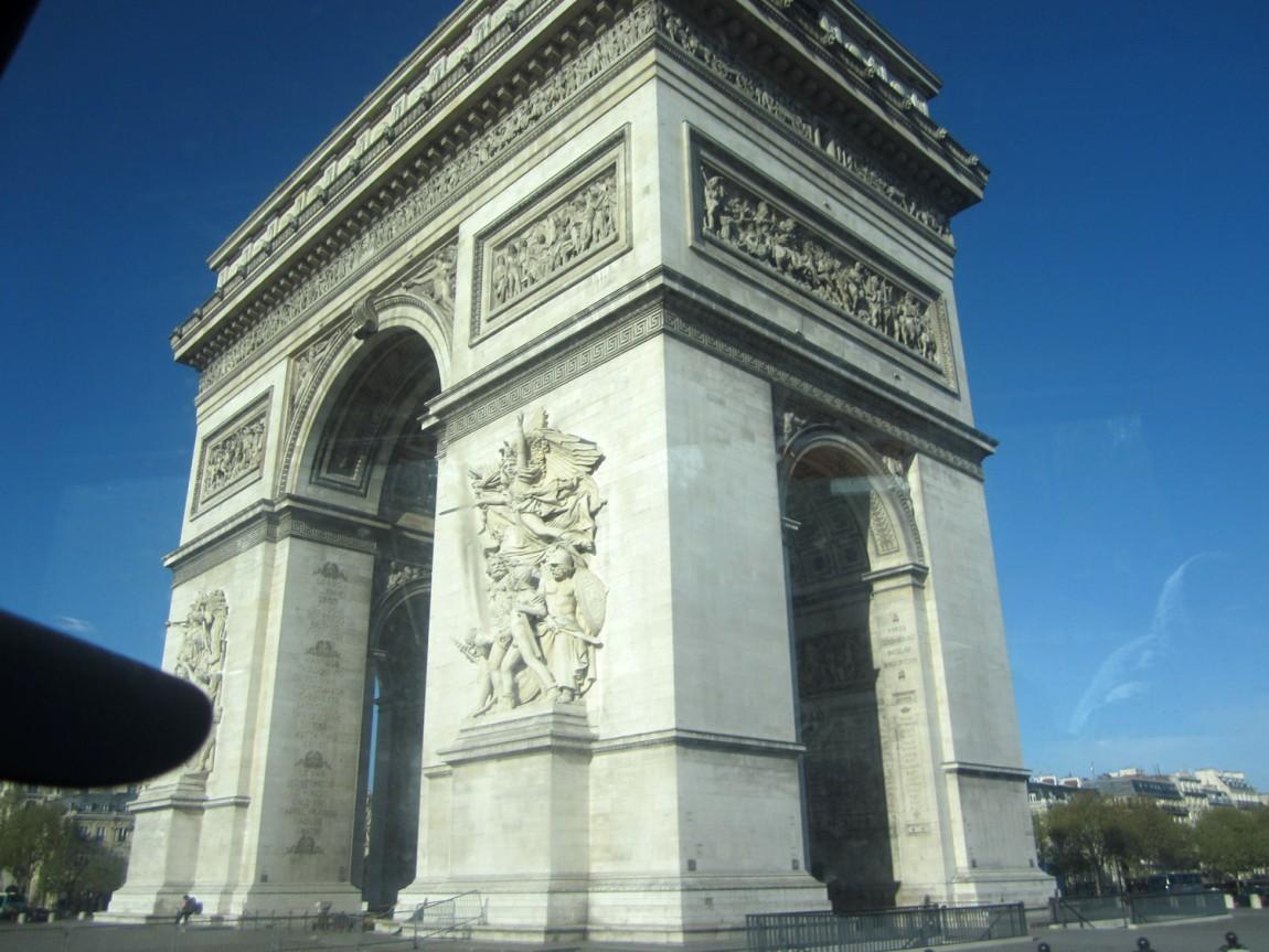 Триумфальную Арку - Париж