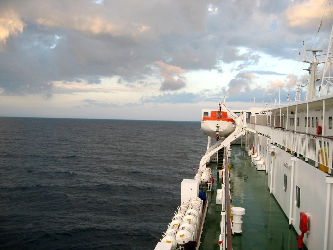 Утро в море на пароме в Италию
