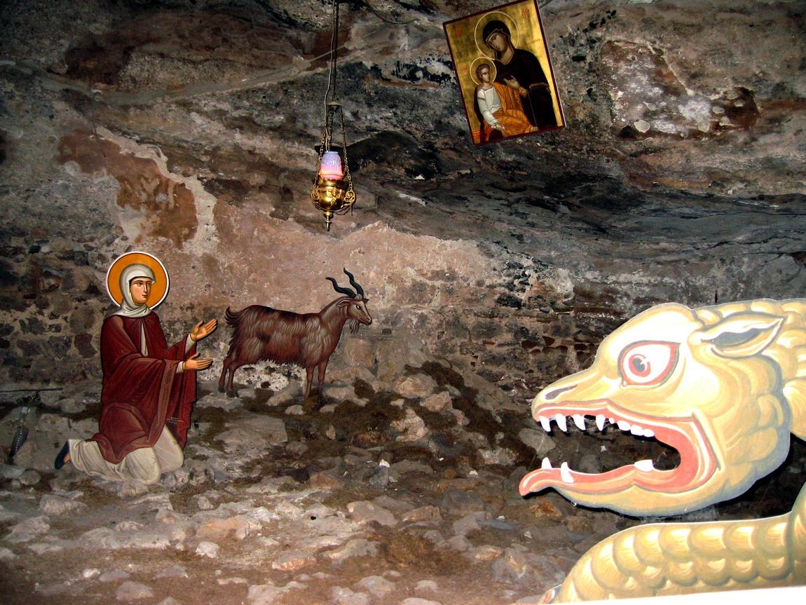 Змей в пещере Св. Луки