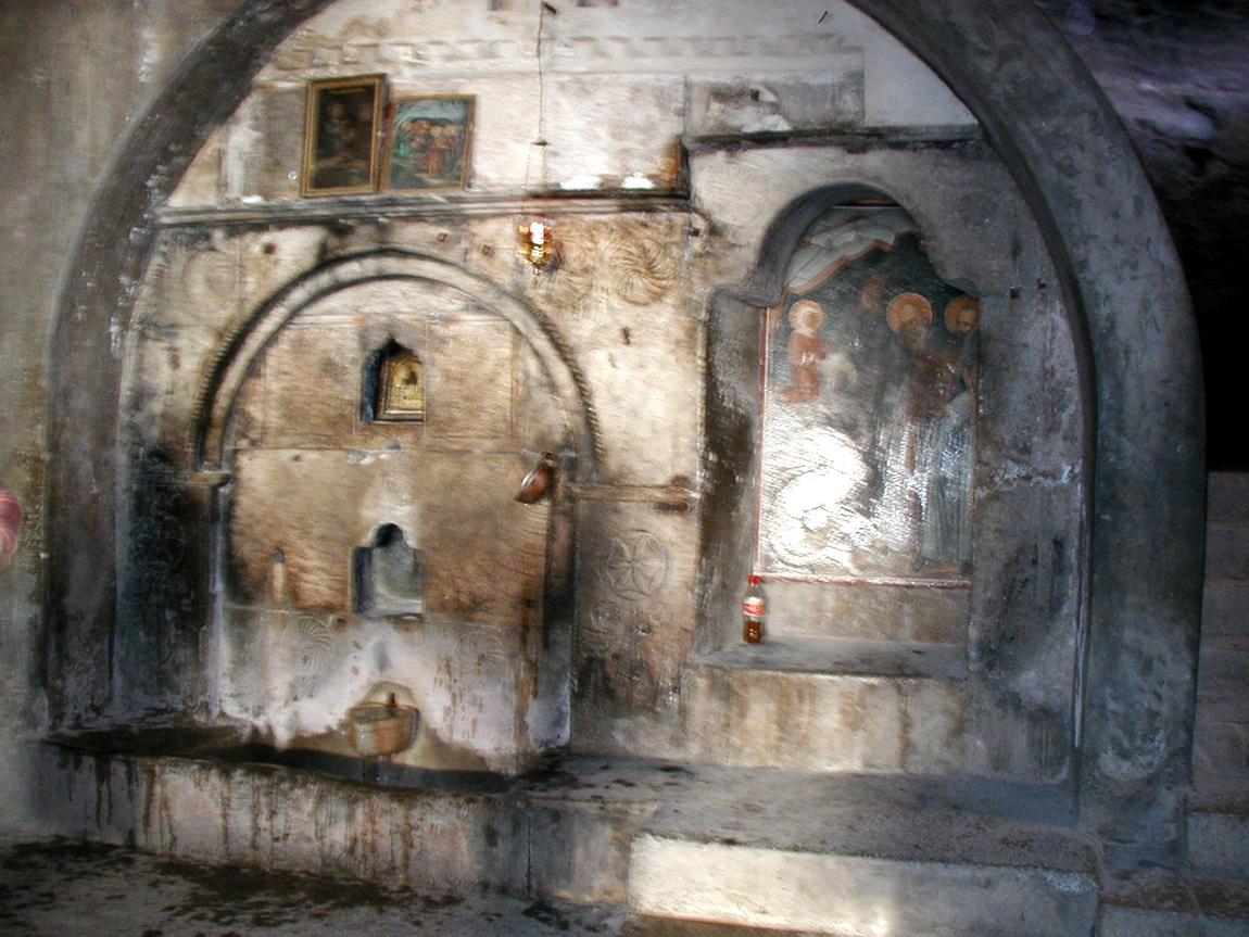 Св источник в пещере Св. Луки