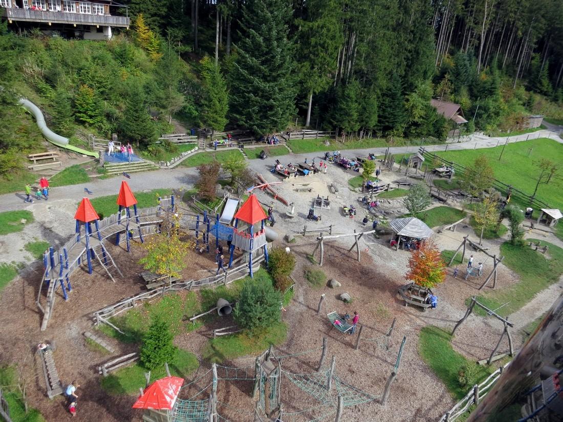 Детская площадка на одной из остановок на гору Пилат в Швейцарии