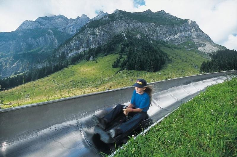 Катание на тележках (Rodelbahn) по желобкам в Швейцарии