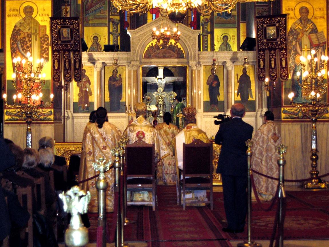 Идет служба в храме Григория Паламы