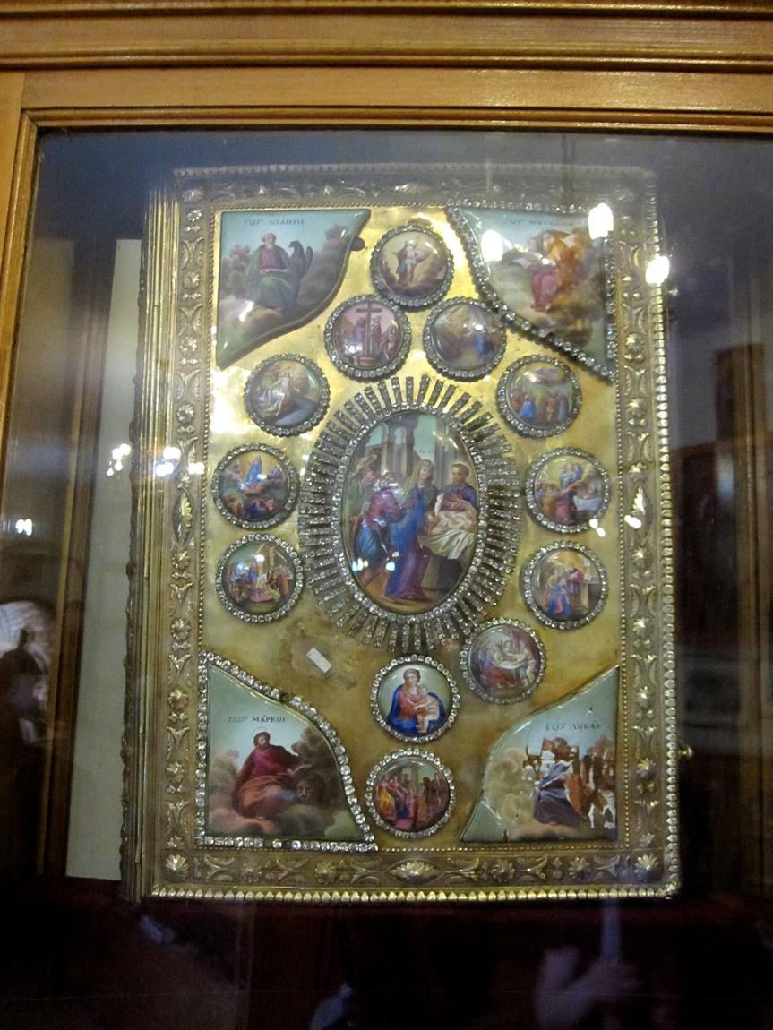 Подарок русской императрицы Екатерины - инкрустированное алмазами Евангелие