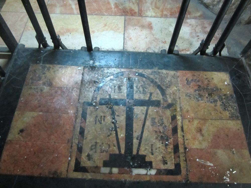 Здесь был найден крест Христа