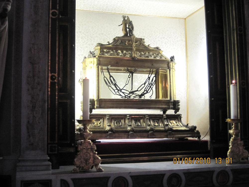 Церковь 12 апостолов, или базилику Сан Пьетро Ин Винколи.