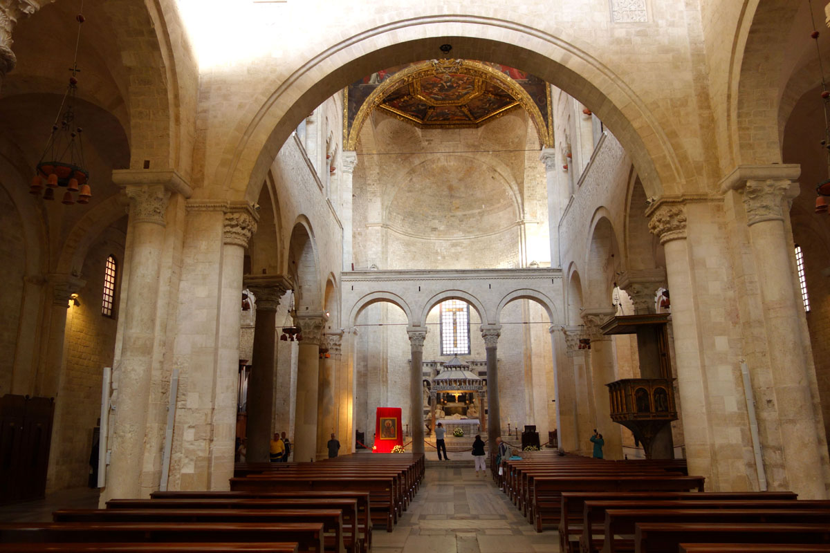 Верхний католический храм Николая Чудотворца в Бари (Италия)