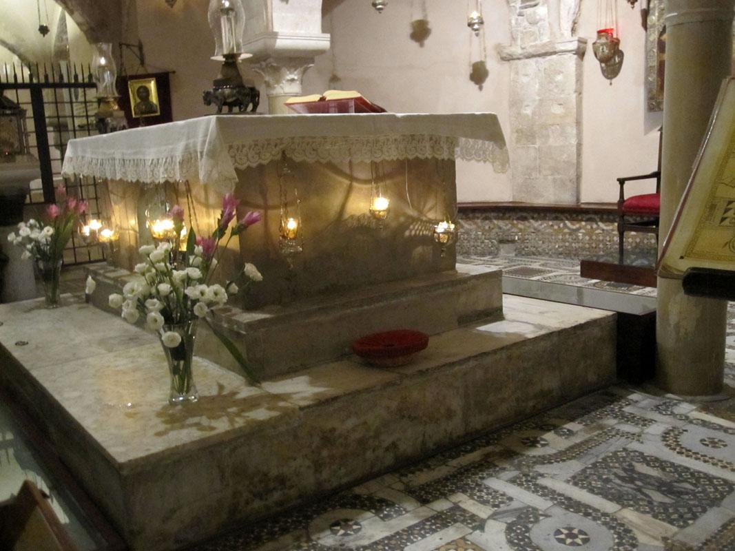 Престол гробницы Николая Чудотворца в Бари (Италия)