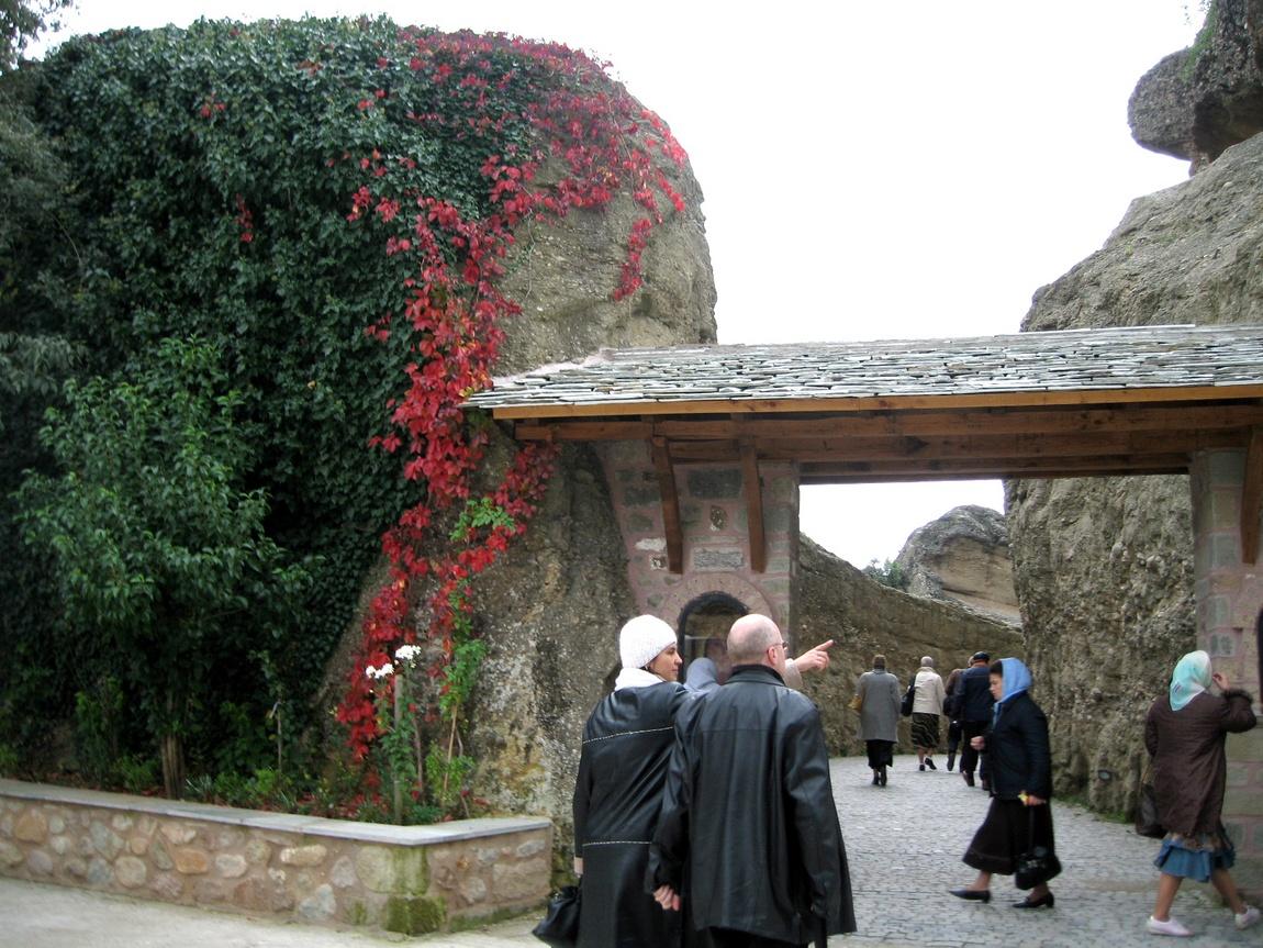 Вход в монастырь Всех святых - Греция