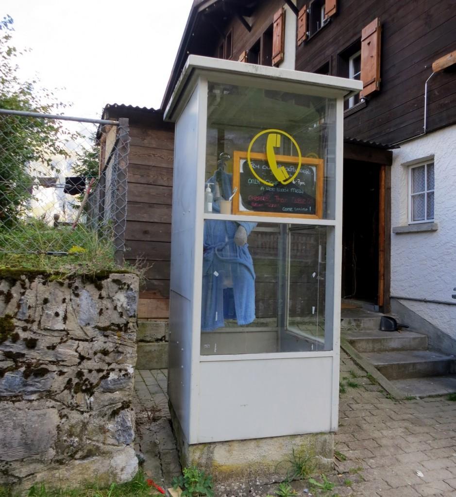 Телефонная будка - душевая кабина (Швейцария)