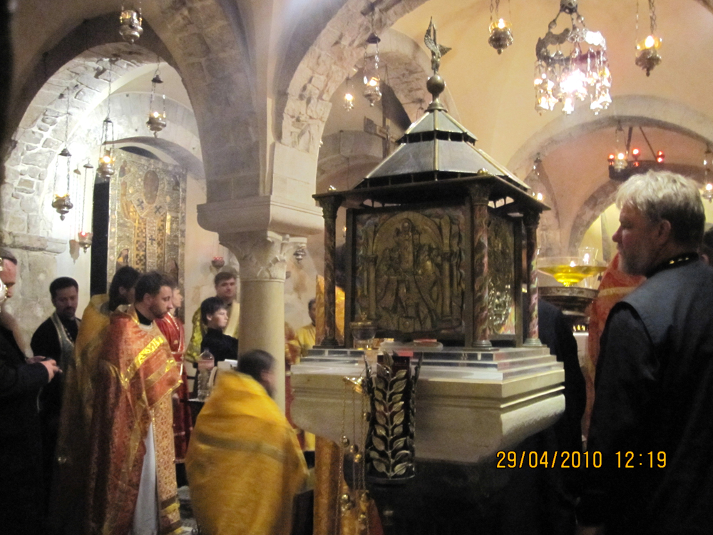 Нижняя крипта в храме Николая Чудотворца в Бари (Италия)