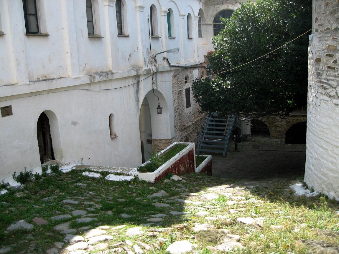 Дворик храма Анастасии Узорешительницы